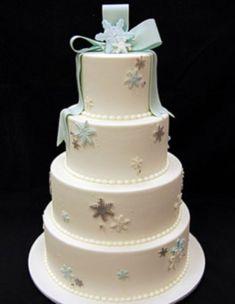 Romantic winter wedding cakes ideas with snowflakes (20)