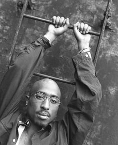 If you think positive, positive things will happen. Tupac Photos, Tupac Pictures, Mike Tyson Fights, 2pac Makaveli, Tupac Art, Me Against The World, Las Vegas, 90s Hip Hop, New York