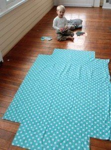 Why buy crib sheets when you can make your own . with the perfect fabric. This is a great tutorial that will walk you through how to sew your own crib sheet. Baby Sewing Projects, Sewing Hacks, Sewing Crafts, Crib Sheet Tutorial, Paisley Shower Curtain, Crib Sheets, Learn To Sew, Baby Gifts, Sewing Patterns