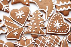 The holidays would not be complete without gingerbread cookies at the center of a dessert display. Cut Out Cookies, Cupcake Cookies, Cupcakes, Baby Food Recipes, Sweet Recipes, Dessert Drinks, Desserts, Biscuits, Christmas Cooking