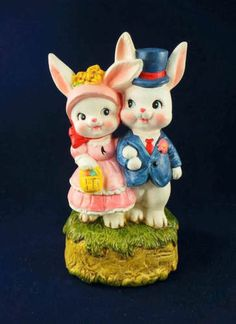 1977 Berman and Anderson Easter Bunnies Music Box - Porzellan-Ornament Wooden Christmas Ornaments, Vintage Ornaments, Christmas Music Box, Boy Music, Cat Pillow, Easter Parade, Vintage Music, Silent Night, Vintage Holiday