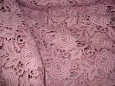 Renda Guipir: tecido nobre usado em vestidos, saias e bolero sociais.