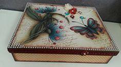 Caixa borboletas e pérolas.