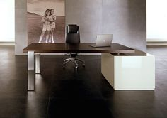 Ultra minimal office. For the classy businessman or woman.