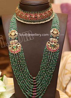 Kundan choker and emerald beads haram photo – Baby Shop Indian Jewelry Earrings, Indian Jewelry Sets, Jewelry Design Earrings, Bead Jewellery, Emerald Jewelry, Beaded Jewelry, Gold Jewelry, Bridal Jewelry, Jewelry Logo