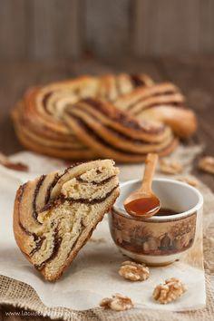 ciambella brioche al miele, cacao e noci