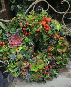 Xmas Wreaths, Wreaths For Front Door, Door Wreaths, Month Flowers, Succulent Wreath, Baskets On Wall, Diy Wreath, Xmas Decorations, Flower Designs