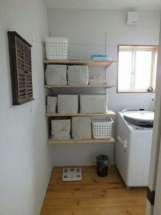 こういう稼働棚って、工務店にお願いすると高いのよねー😣 Dressing Room, My Room, Toilet Paper, I Am Awesome, Diy And Crafts, Bookcase, Laundry, Shelves, The Originals