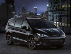 Chrysler adds an entry-level trim and new standard features to the appealing Pacifica minivan for Chrysler Voyager, Chrysler Van, Chrysler Minivan, Pacifica Minivan, Autos Toyota, Jeep, Automobile, Cars, Black