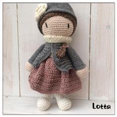 Galna i Garn Crochet Dolls, Crochet Hats, Stitch Patterns, Crochet Patterns, Small Blankets, Different Stitches, Textiles, Crochet Round, Knitting For Beginners