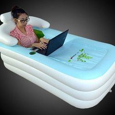 Una bañera inflable cubierta - A inflatable, covered bathtub that is about to take your Netflix binge to the next level.A inflatable, covered bathtub that is about to take your Netflix binge to the next level. Room Interior, Interior Design Living Room, Objet Wtf, My Pool, Kiddie Pool, Cool Inventions, Life Hacks, Rv Hacks, Things I Want