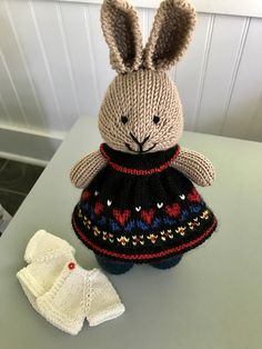Ravelry: Project Gallery for Seasonal dresses Pattern pattern by Julie Williams Knitted Bunnies, Knitted Animals, Knitted Dolls, Crochet Toys, Knitting Projects, Crochet Projects, Animal Knitting Patterns, Teddy Bear Clothes, Easter Toys