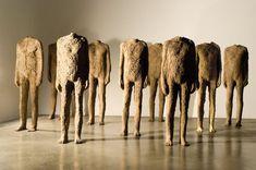 brown - men with no head - figurative sculpture - Magdalena Abakanowicz Magdalena Abakanowicz, Sculpture Art, Sculptures, Instalation Art, Google Art Project, Art Gallery, Wow Art, Ceramic Artists, Art Google