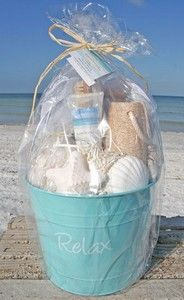 "Spa ""Relax"" Your Feet Beach Bucket – Gift Basket Ideas Themed Gift Baskets, Diy Gift Baskets, Raffle Baskets, Beach Gifts, Spa Gifts, Easy Diy Gifts, Homemade Gifts, Beach Gift Basket, Vacation Gift Basket"