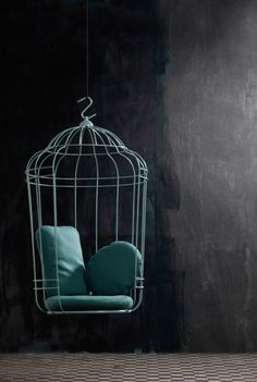 Add some modern flair to your interior with the Swing Cageling Birdcage Chair which looks like something out of a fairy tale. Home Interior, Interior Decorating, Interior Design, Unique Furniture, Furniture Design, Modular Furniture, Outside Furniture, Bird Cages, Swinging Chair