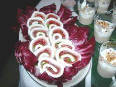 Ennesimo buffet!!!!!rotolo di mozzarella con crudo, pomodoro e lattuga Buffet, Mozzarella, Birthday Candles, Food, Essen, Meals, Yemek, Catering Display, Eten