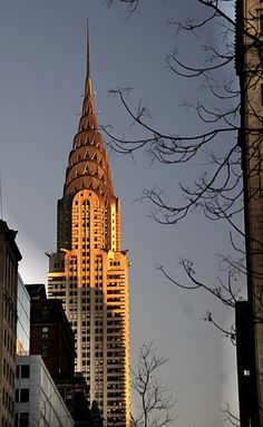 Chrysler Building, New York. Can't wait to see this iconic building myself! Art Deco, Art Nouveau, Beautiful Buildings, Beautiful Places, Places To Travel, Places To Visit, Empire State Of Mind, Nyc, Chrysler Building