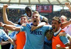 14:32 La Lazio festeggia sotto la curva nord per la vittoria del derby