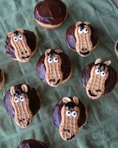 Horse Cupcakes -- these are great for a girl's birthday party, and easy to make!