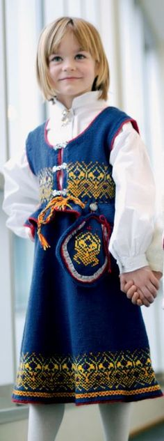 Romerike festdrakt til jente | Sparkjøp Strikkeblogg Apron, Fashion, Moda, Fashion Styles, Fashion Illustrations, Aprons