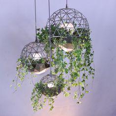 Verlichting gecombineerd met groen #wooninspiratie #wonen #verlichting #planten #sfeer
