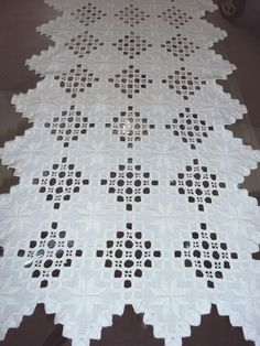 Hardanger Embroidery Ideas Hardanger Stickerei ~ t ~ Types Of Embroidery, Shirt Embroidery, Learn Embroidery, Embroidery Stitches, Embroidery Patterns, Paper Embroidery, Drawn Thread, Hardanger Embroidery, Cross Patterns