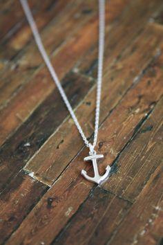 anchor necklace... <3