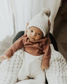 few weeks ago, but just going to leave it here as a late christmas present to yo. - few weeks ago, but just going to leave it here as a late christmas present to you all…. Little Babies, Little Ones, Cute Babies, Baby Outfits, Newborn Outfits, Foto Baby, Cute Baby Pictures, Family Pictures, Cute Baby Clothes