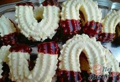 Pudding horseshoes glued with jam NejRecept. Cosy Christmas, Best Christmas Cookies, German Cookies, Quick Easy Meals, Cookie Recipes, Sushi, Almond, Sweet Tooth, Deserts