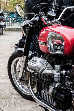 Fluides Mécaniques Moto Guzzi V50, Moto Guzzi Motorcycles, Cool Motorcycles, Vintage Motorcycles, Cafe Bike, Bmw Cafe Racer, Cafe Racers, Brat Bike, Moto Bike