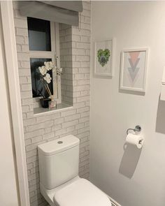 Amazing bathroom makeover by using our Muriva white brick wallpaper 😍 - Product code: Brick Wallpaper Bathroom, White Brick Wallpaper, Brick Effect Wallpaper, Wallpaper Uk, Latest Design Trends, Latest Wallpapers, Amazing Bathrooms, Home Improvement, Room Ideas
