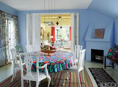 If you're on the hunt for some summer home decor inspiration, look no further than this collection of gorgeous properties, from Palm Beach retreats to one-of-a-kind spaces abroad. Dining Room Lighting, Dining Room Sets, Dining Room Design, Dining Table, Southampton, Modern Kitchen Tables, Blue Rooms, Elle Decor, Home Decor Bedroom