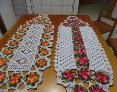 CAMINHOS DE MESA FLOR CATAVENTO Crochet Bra, Filet Crochet, Crochet Doilies, Crochet Flowers, Crochet Table Runner, Crochet Dishcloths, Placemat Sets, Table Flowers, Centre Pieces