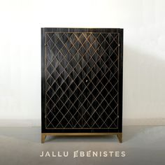 beautiful detailing on this custom made black straw marquetry bar designed and custom made by Jallu Ebenistes, an example of how ancient marquetry techniques can be combined with modern design to create stunning pieces for luxury   high end design, luxury room divider, luxury furniture makers, luxury custom furniture, superyacht interiors, luxury hotel design, custom screen design.