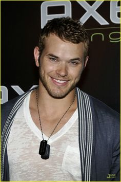 I'm a sucker for dimples and colored eyes... Good god Kellan has both ;D