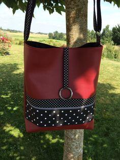 Sac bandoulière en simili cuir Rouge bordeaux et tissu à pois noir et blanc : Sacs bandoulière par l-etoile-de-jade
