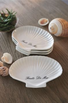 Rivièra Maison Official Online Store ® - Accessoires | Service | Salz- Und Pfefferstreuer | Fruits De Mer Appetizer Plates 4pcs Waterfront Cottage, Dream Beach Houses, House By The Sea, Appetizer Plates, Beach Cottages, Inspired Homes, Pie Dish, Summer Time, Happy Summer