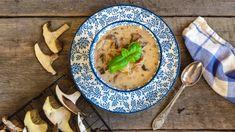 Nejlepší recepty z hub: smaženice, kulajda, omáčka i guláš Thai Red Curry, Cantaloupe, Fruit, Ethnic Recipes, Treats, Sweet Like Candy, Goodies, Sweets, Snacks