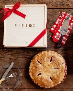 Decorative Pie Carry Box - Valentine's Gift Guide
