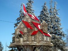 Extreme Birdhouses (mk) like the red roof, white windows with brown grey house Birdhouse Designs, Unique Birdhouses, Birdhouse Ideas, Bird Houses Diy, Houses Houses, Red Roof, Ski Chalet, Bird Cages, Bird Feeder