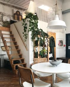 Home Interior Ideas Ik hou heel erg van hangende planten. Small Living, Home And Living, Living Spaces, Style At Home, Casa Hipster, Decoration Plante, Home Interior, Interior Designing, Interior Ideas