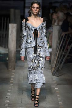 Erdem Spring 2017 Ready-to-Wear Collection Photos - Vogue Summer Fashion Trends, Fashion 2017, Runway Fashion, High Fashion, Fashion Show, Fashion Dresses, Fashion Design, Haute Couture Style, Couture Mode