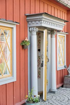 Bilder på objektet Exterior Paint, Exterior Design, Interior And Exterior, This Old House, Red Houses, Swedish Style, Outdoor Spaces, Outdoor Decor, Scandinavian Interior
