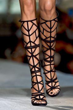 Scarpe: gli stivali da gladiatore