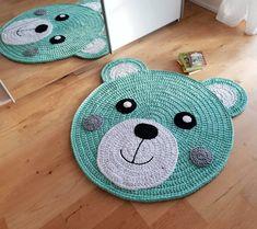 Crochet Flower Tutorial, Crochet Flowers, Carpet Fitting, Bear Rug, Crochet Carpet, Nursery Rugs, Baby Girl Crochet, Crochet Basics, Bed Furniture