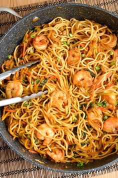 Slimming Eats Low Syn Sweet Chilli Prawns and Noodles - dairy free, Slimming World and Weight Watchers friendly Prawn Noodle Recipes, Seafood Recipes, Dinner Recipes, Cooking Recipes, King Prawn Recipes, Recipes With Prawns, Chilli Prawns, Chilli Food, Low Carb Brasil