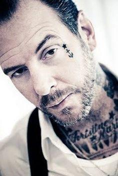 Mike ness social distortion punk rock n roll rockabilly Face Tattoos For Men, Facial Tattoos, Small Tattoos, Tattoos For Guys, Face Tats, Mike Ness, Sick Boy, Social Distortion, Tattoo Shows