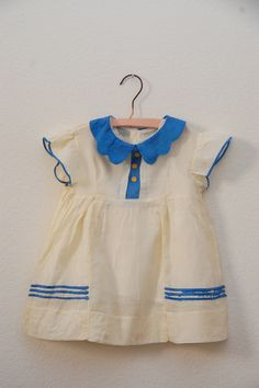 Vintage baby dress with scalloped Peter Pan collar. Little Fashion, Baby Girl Fashion, Kids Fashion, Little Girl Dresses, Girls Dresses, School Dresses, Baby Outfits, Kids Outfits, Vintage Baby Clothes