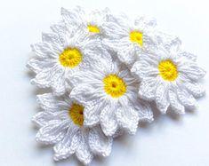 Todas las categorías | Etsy ES Crochet Daisy, Crochet Lace Edging, Thread Crochet, Crochet Flowers, Hand Crochet, Crochet Coaster Pattern, Flower Video, Crochet Circles, Tiny Flowers