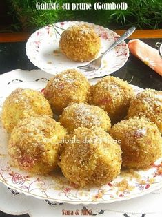 » Galuste cu prune (Gomboti)Culorile din Farfurie Romanian Desserts, Romanian Food, Sweets Recipes, Cooking Recipes, Baby Dishes, Homemade Sweets, Health Snacks, Creative Food, Diy Food
